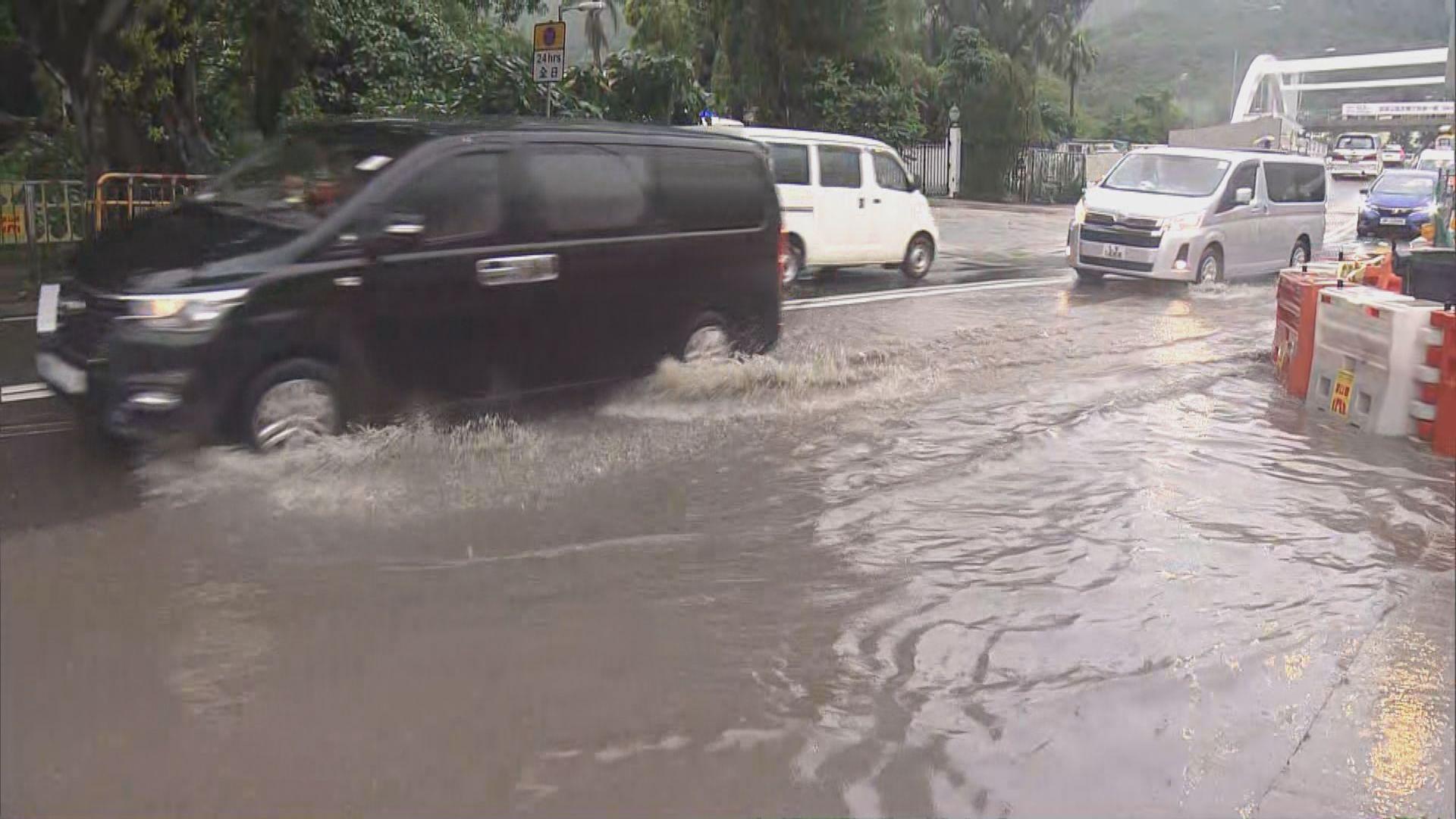 天文台改發黃色暴雨警告 西貢蠔涌村水浸