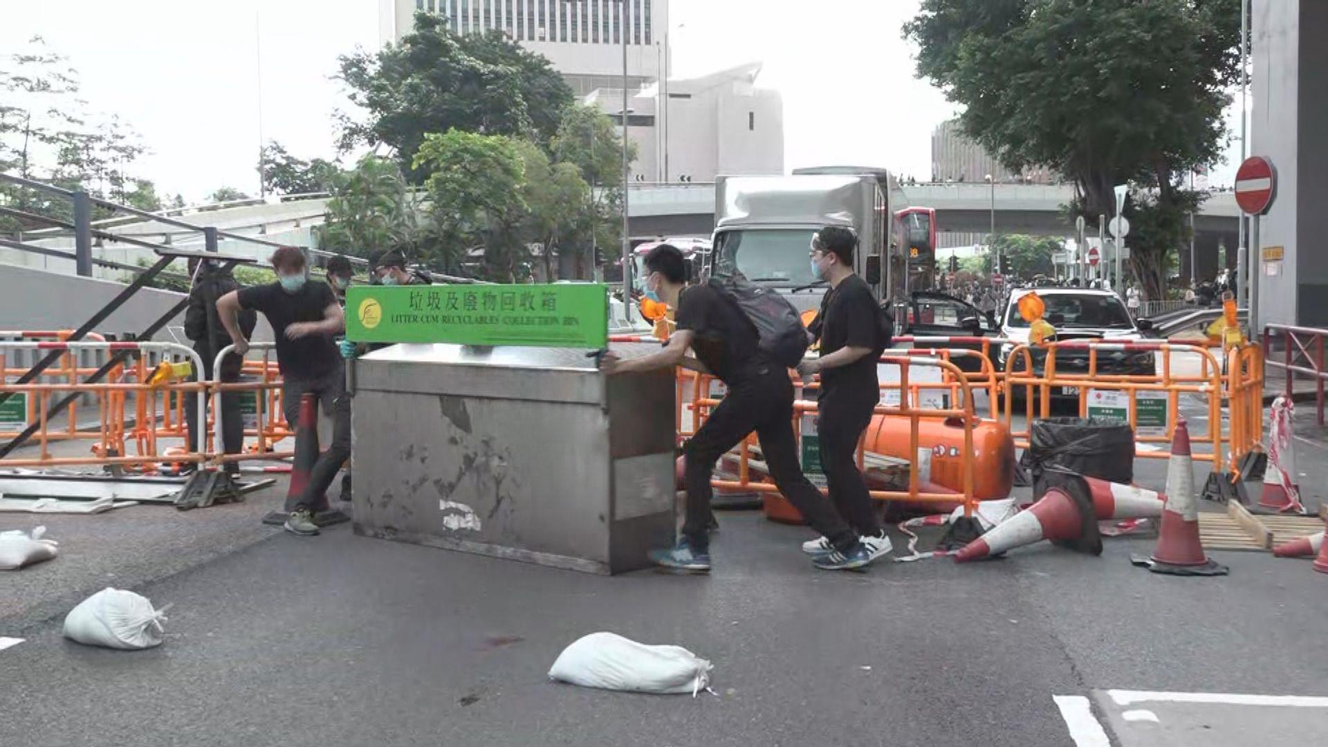 示威者佔據金鐘多條行車路 有司機批如暴亂