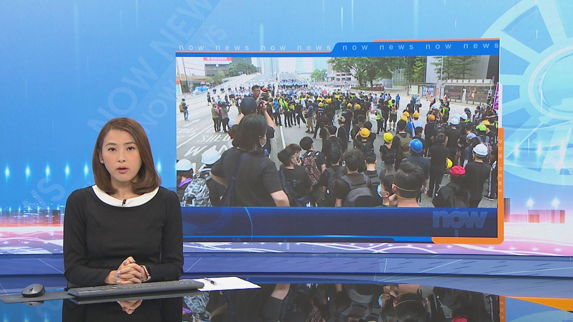 夏慤道示威者開始自行搬走障礙物撒離馬路