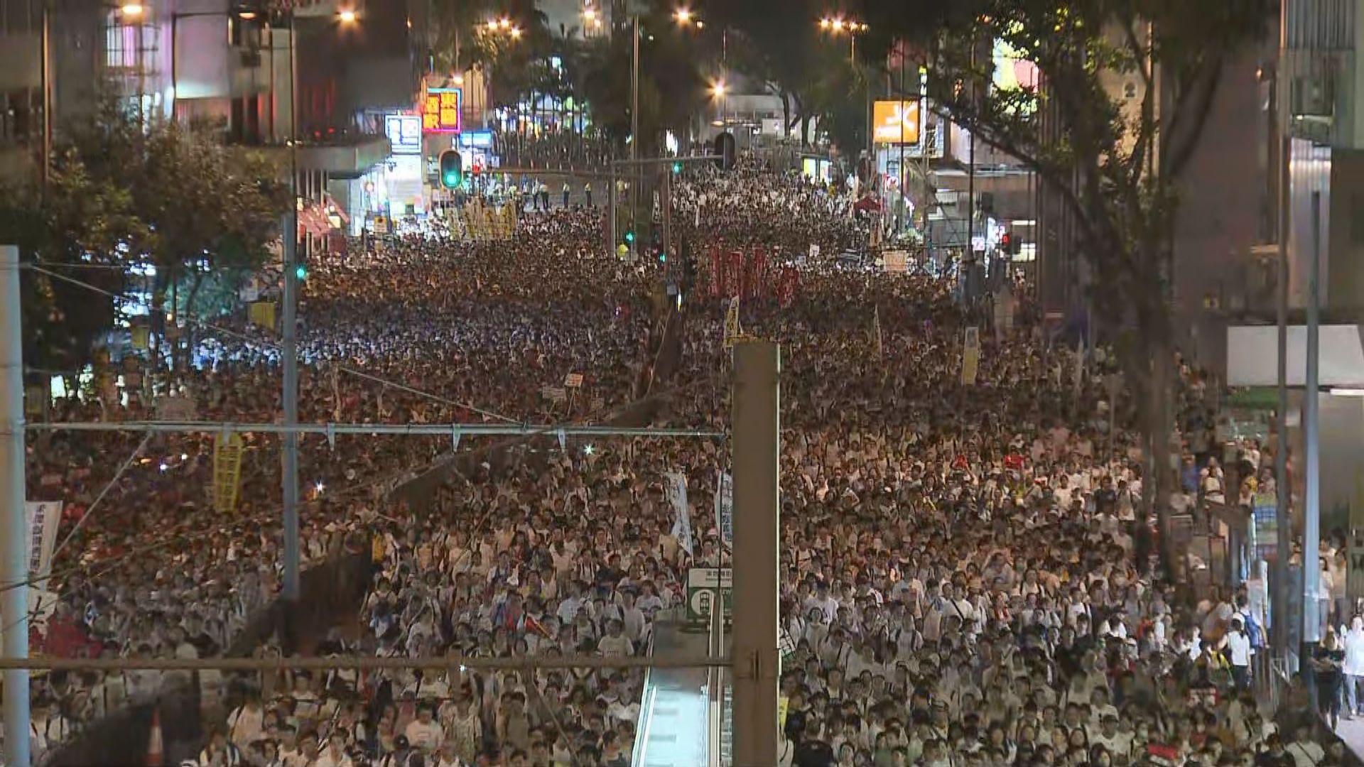 【反修例遊行】入夜後仍有大批遊行人士尚未抵達立法會
