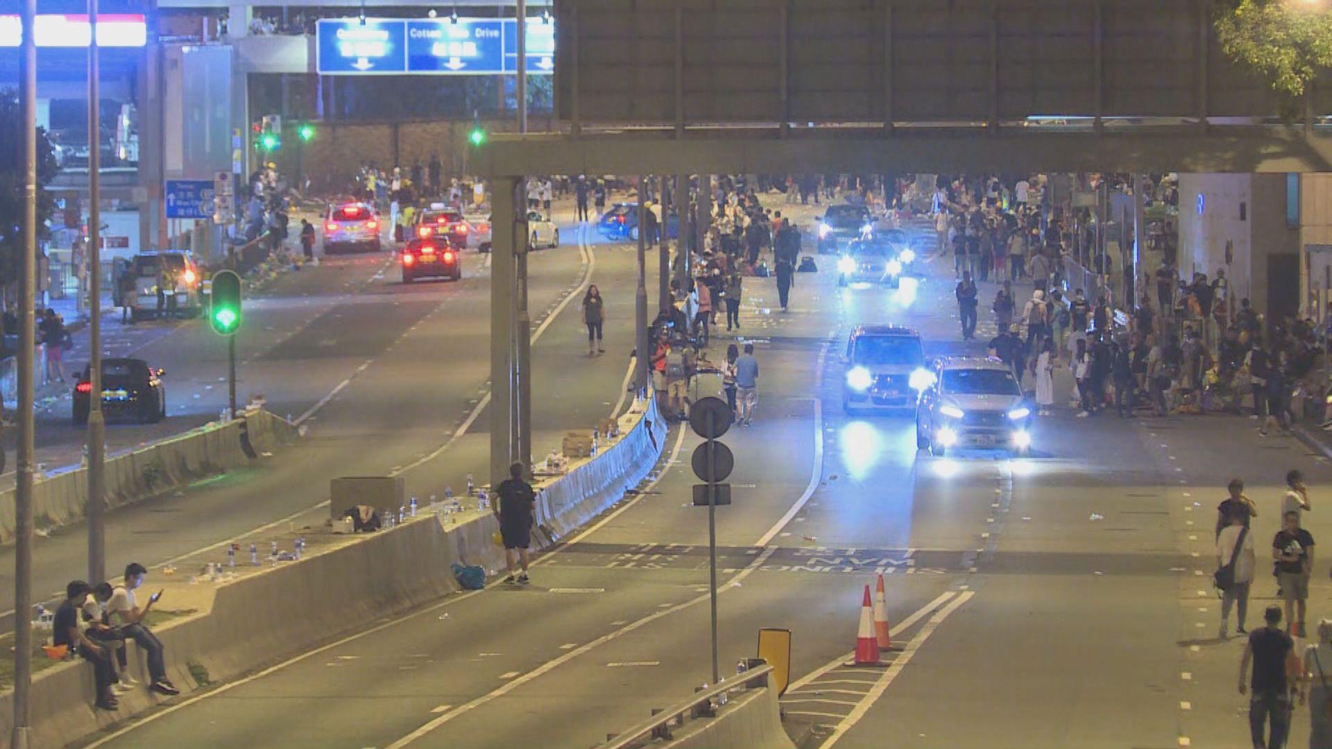 示威者凌晨陸續自行散去