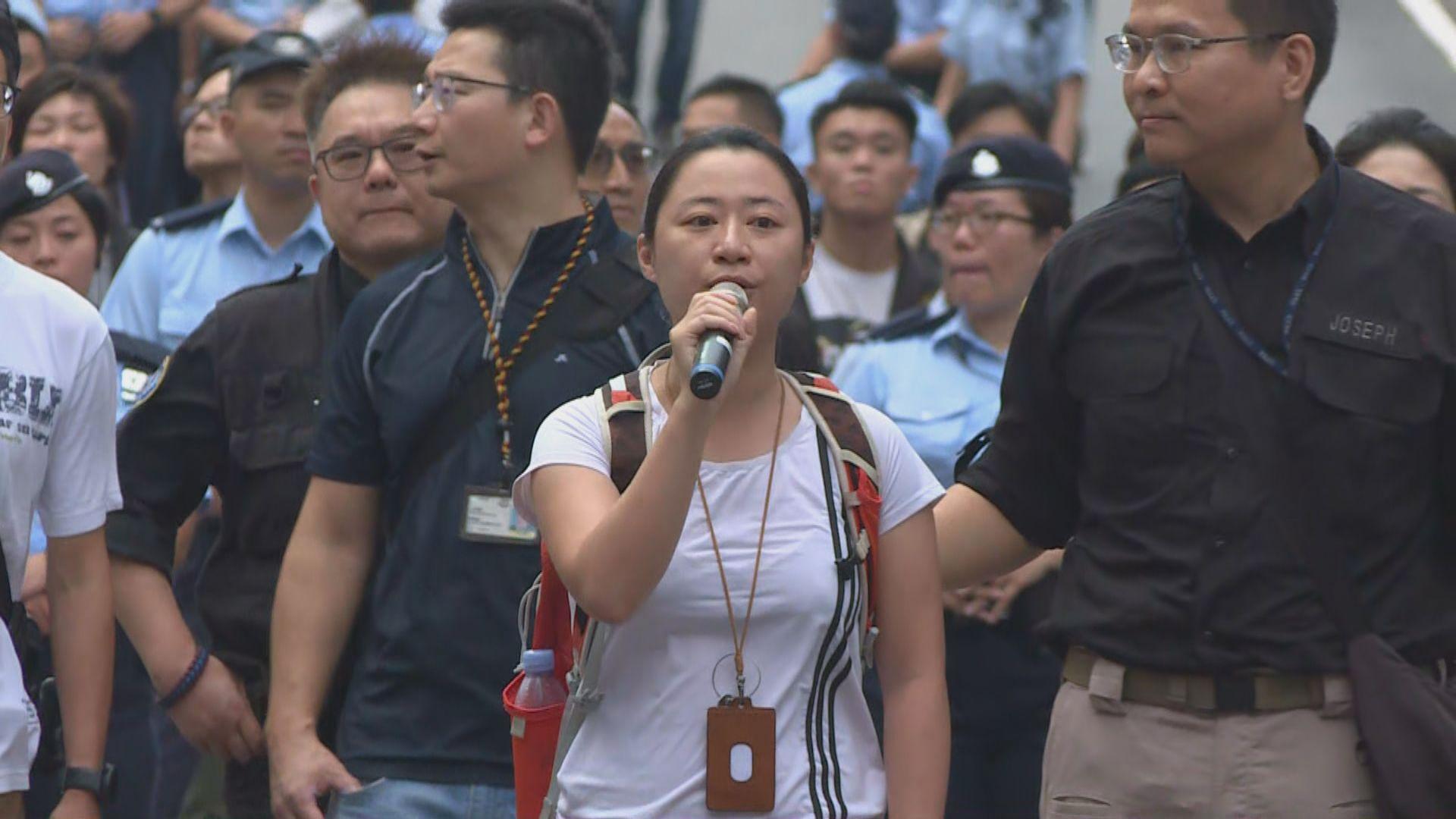 談判專家籲示威者轉到行人路集會