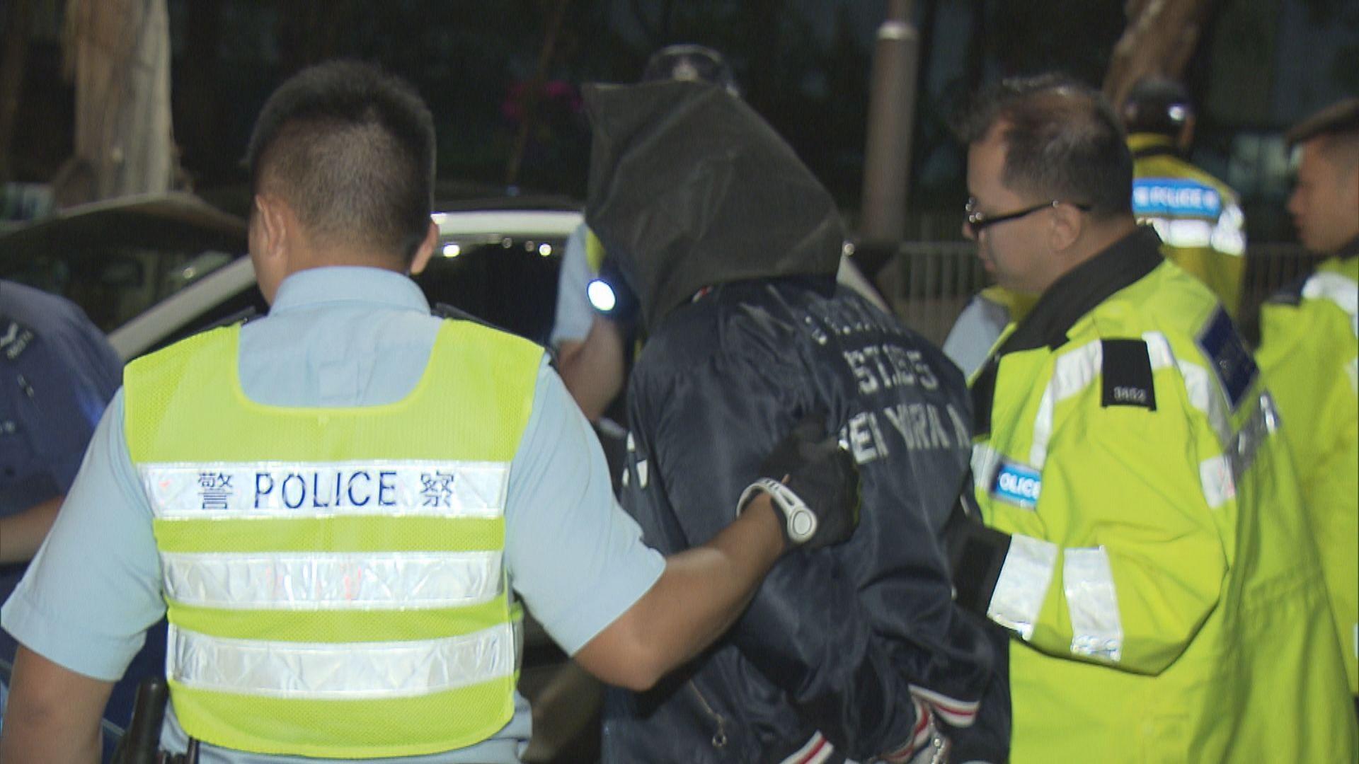 屯門司機涉瘋駕檢警棍仿製槍被捕