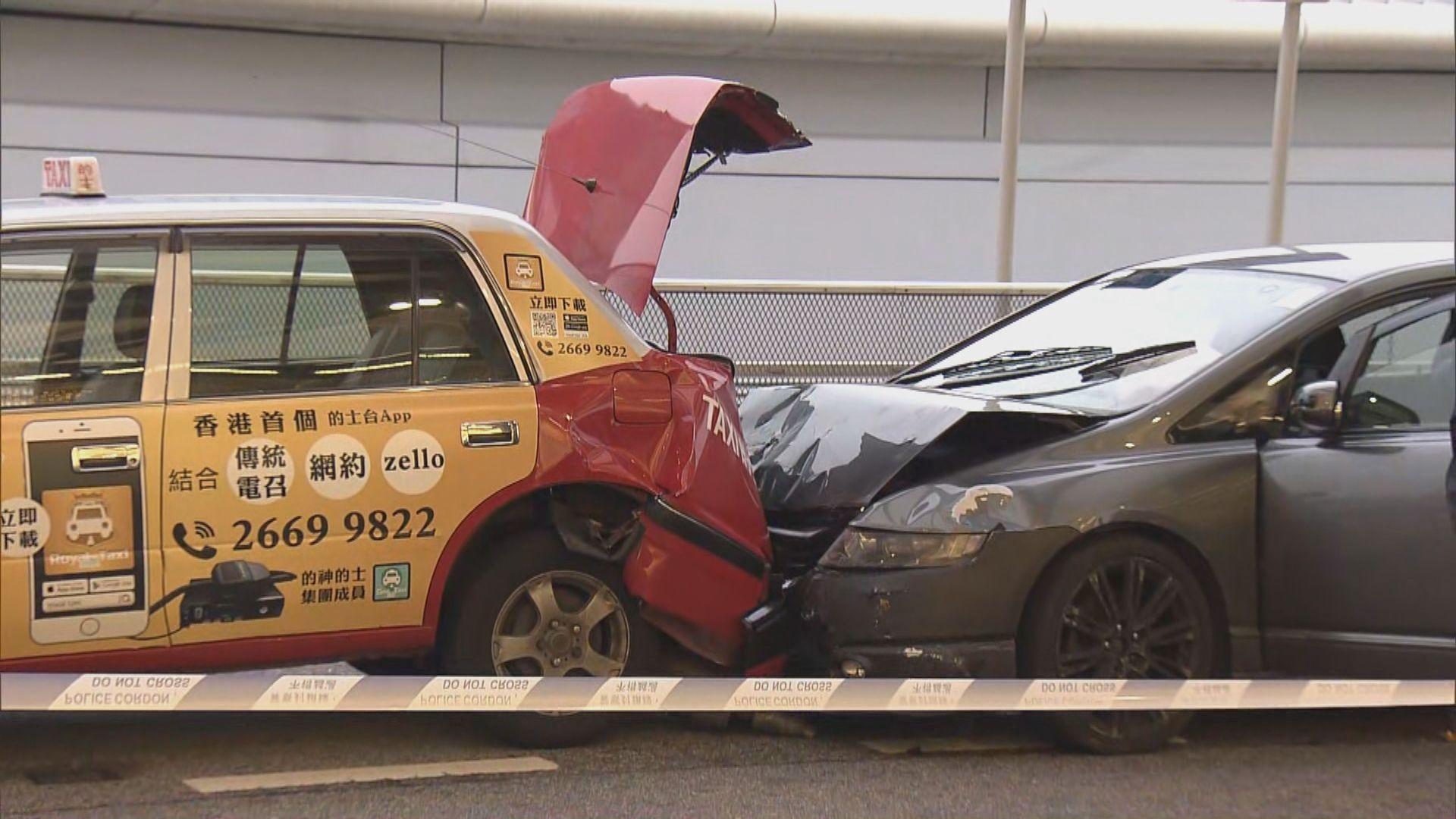 私家車衝警路障飛車廿公里撞車 警通緝司機