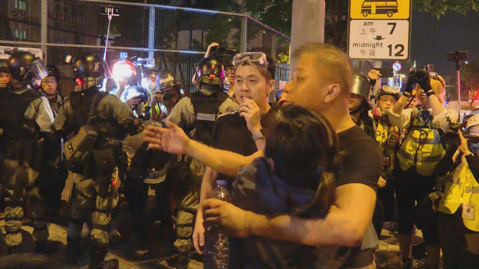 立法會議員許智峯涉嫌阻差辦公被捕