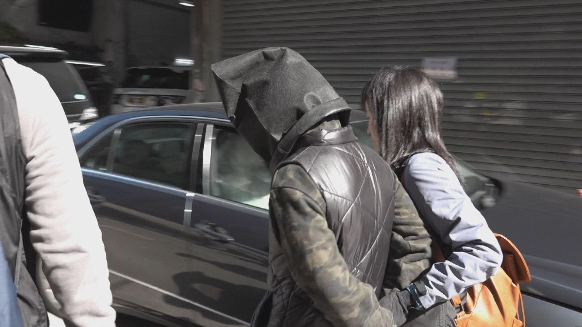 警方九龍城拘男女檢武器及毒品