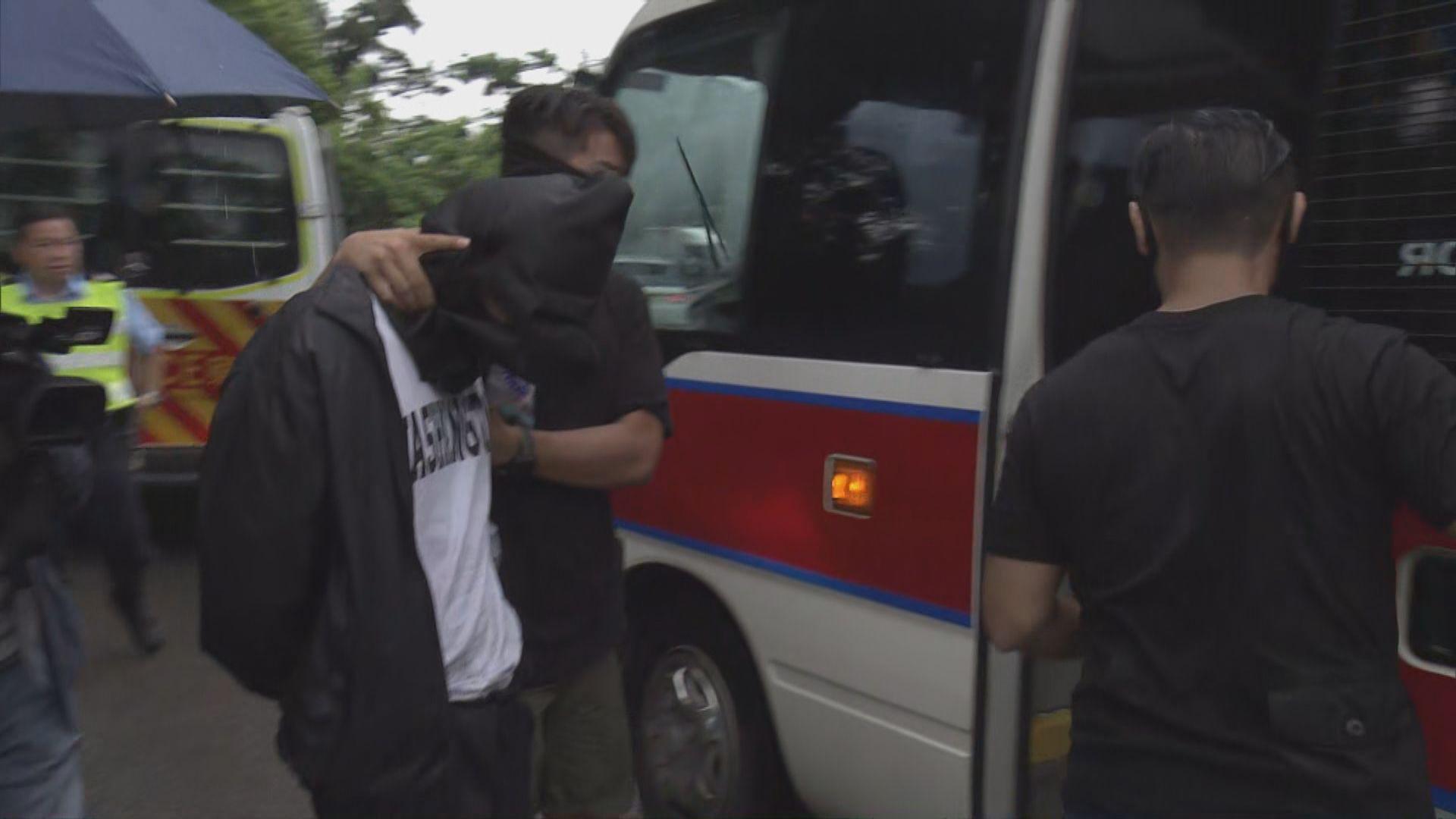 落馬洲警拘四男一女 疑與一宗企圖行劫有關