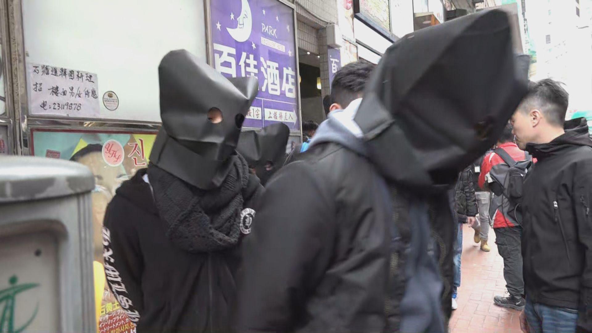 警方油尖區反黑捕19人檢毒品及武器