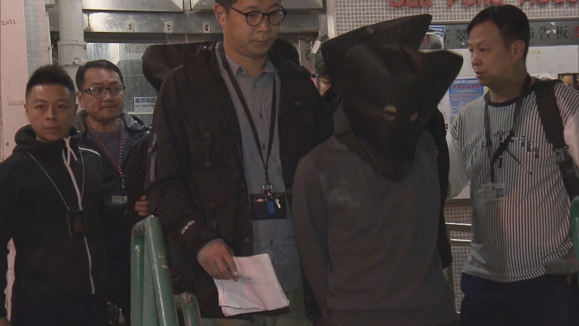 警拘四名男子涉八宗超市偷逾百支紅酒
