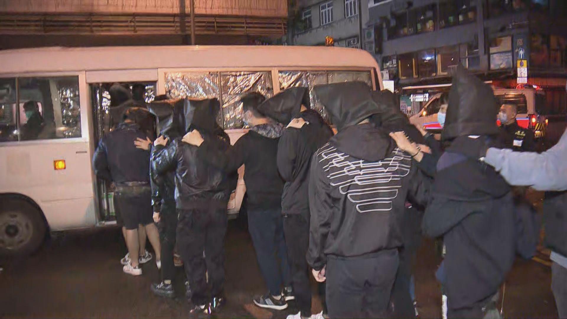 警尖沙咀反黑查無牌酒吧拘16男女