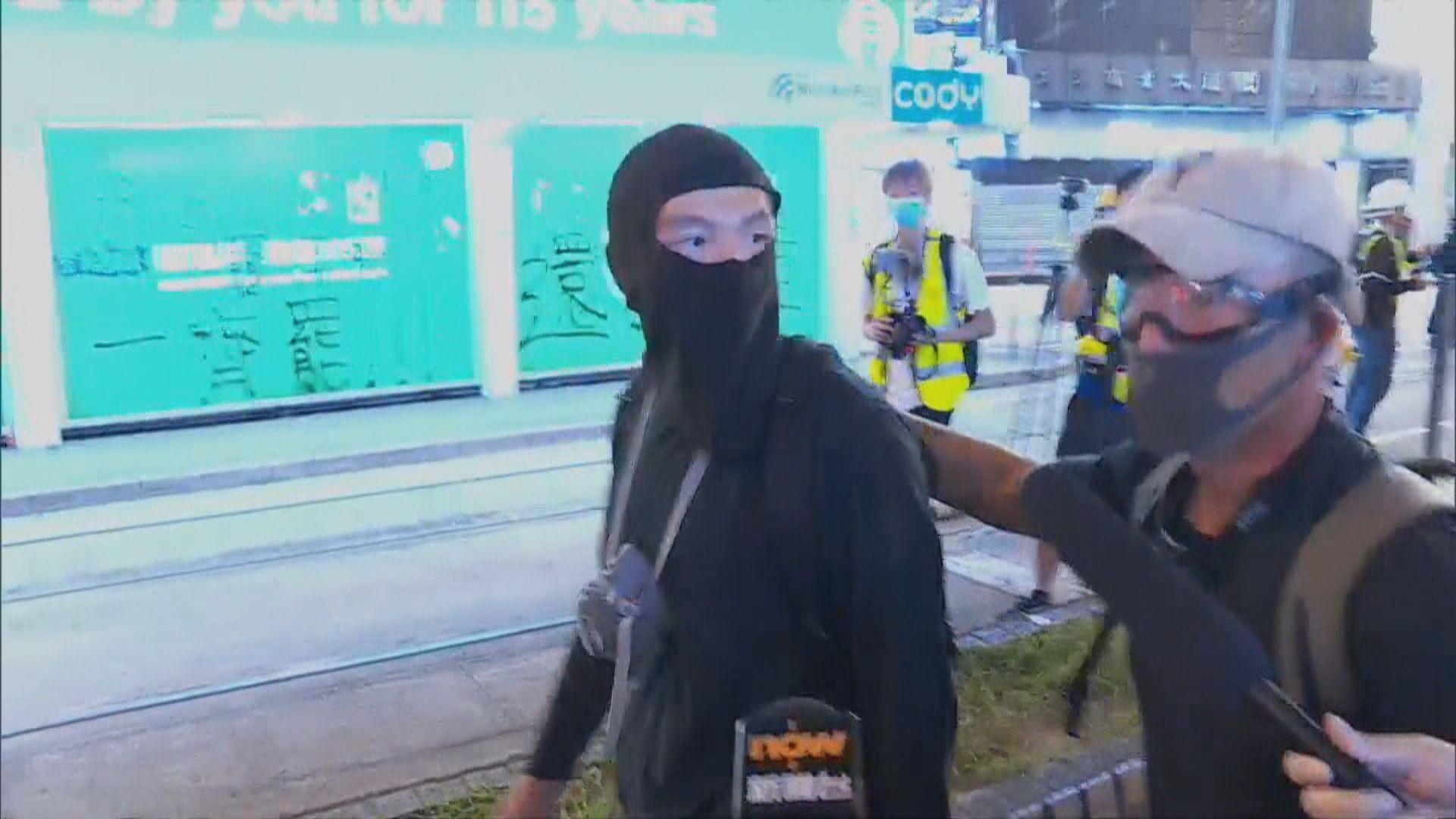 警方被質疑假扮示威者展開拘捕
