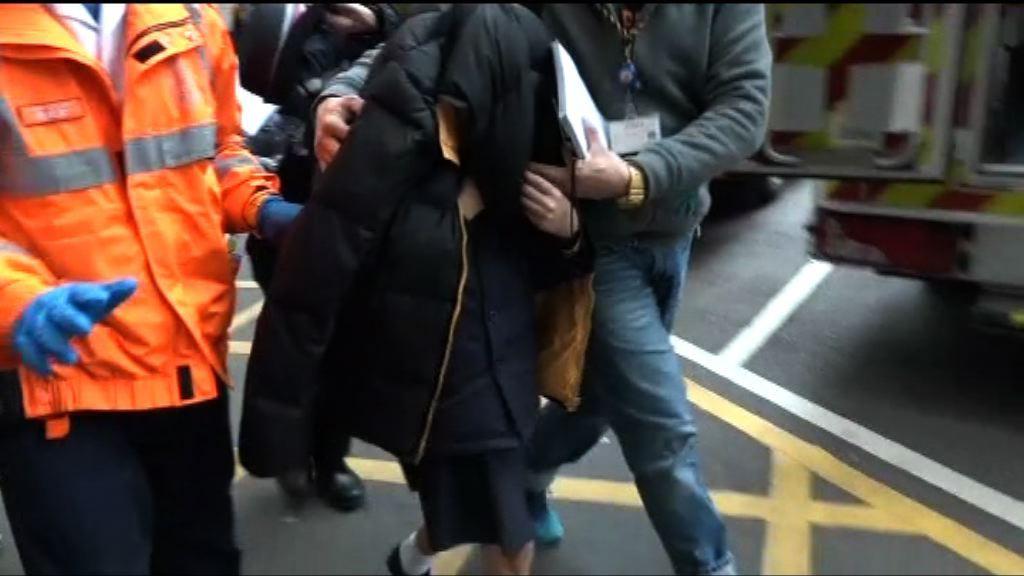 11歲女童衣衫不足 父母被捕