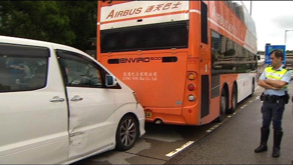 私家車青沙公路衝路障司機被捕