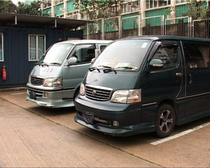 警方拘兩客貨車司機涉非法載客