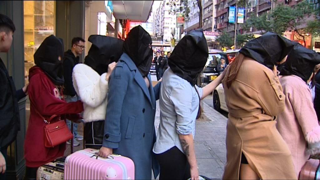 警方聯同入境處掃黃拘十四女子