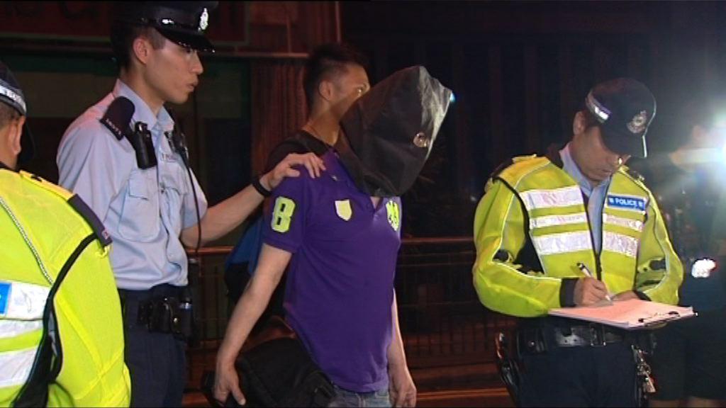 警方中環拘的士司機涉濫收車資