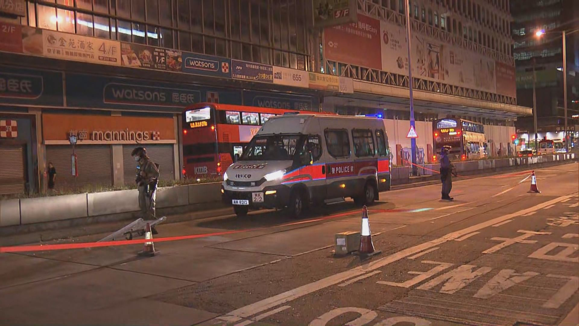 旺角警車遭汽油彈縱火警拘一漢