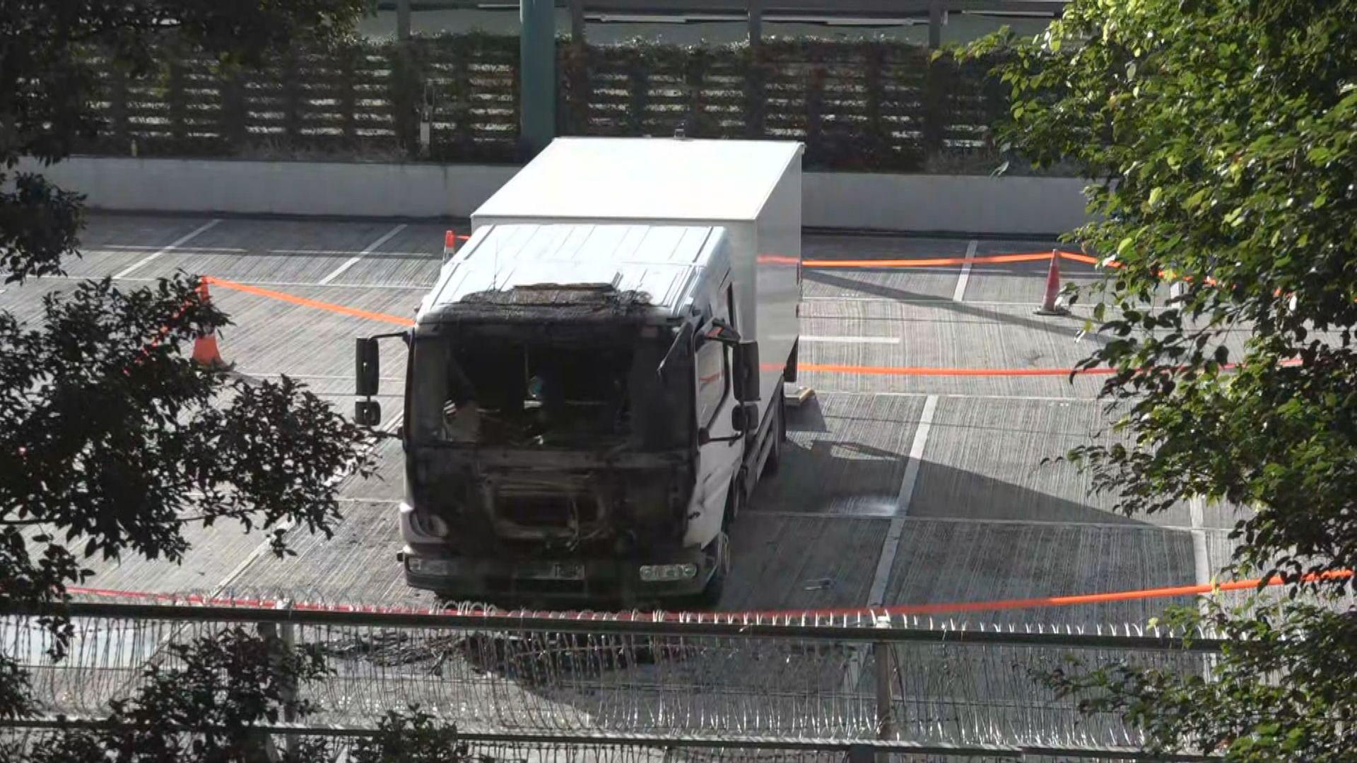警察遊樂會凌晨被投十個汽油彈 波及一部貨車
