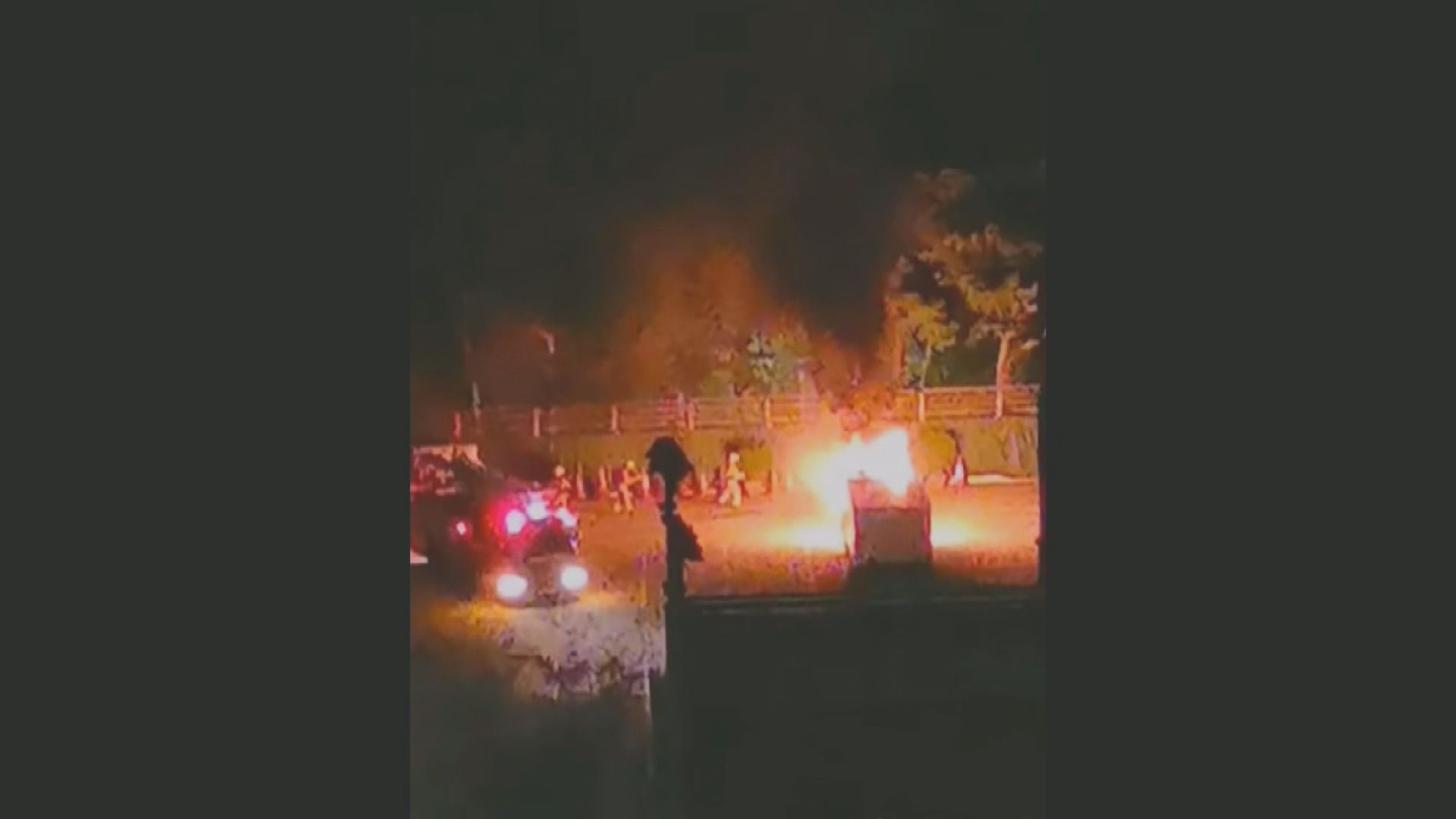 警察遊樂會凌晨被投十個汽油彈 警列縱火案追緝三男子