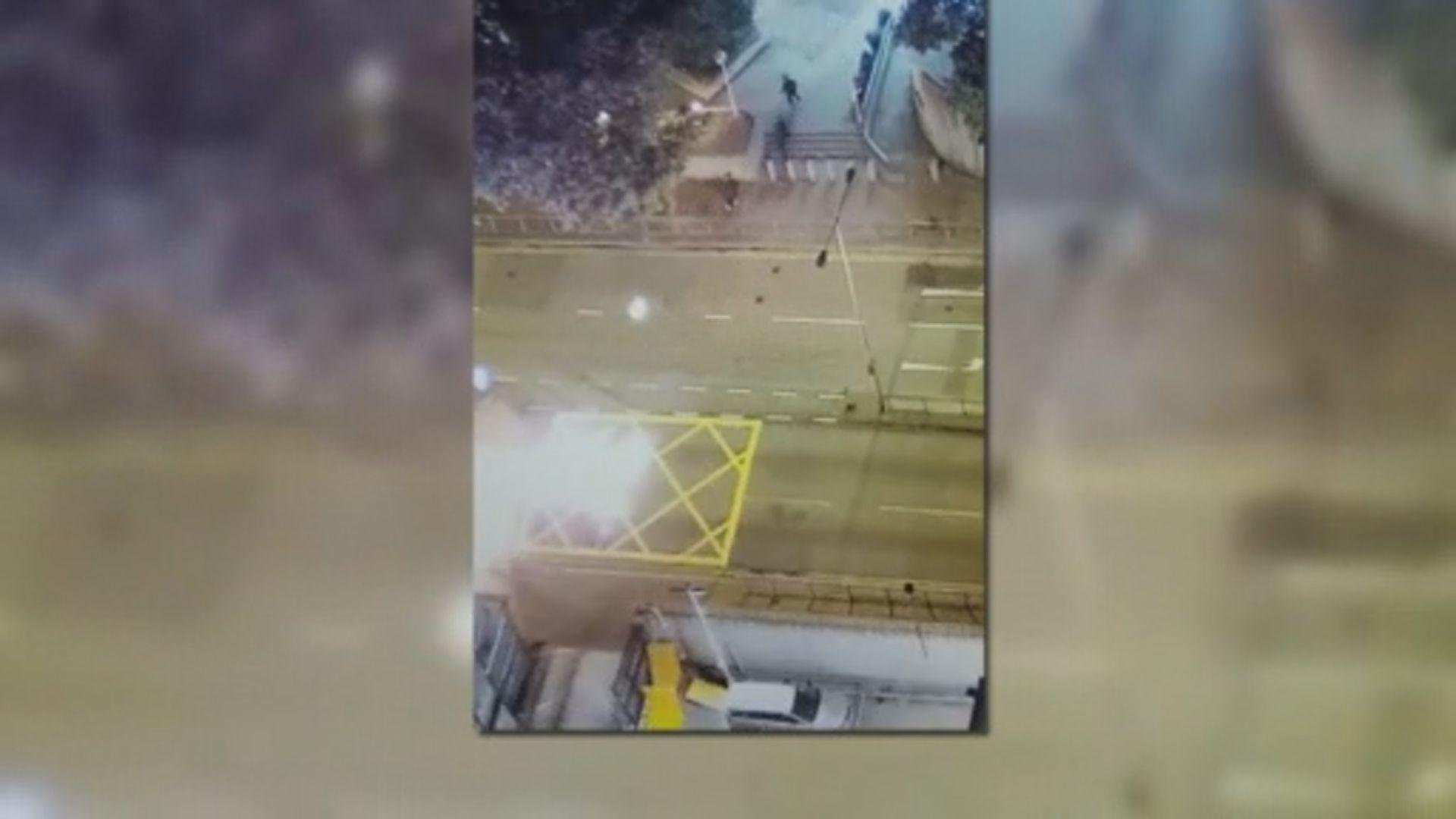 三名黑衣人向葵涌警署投擲汽油彈