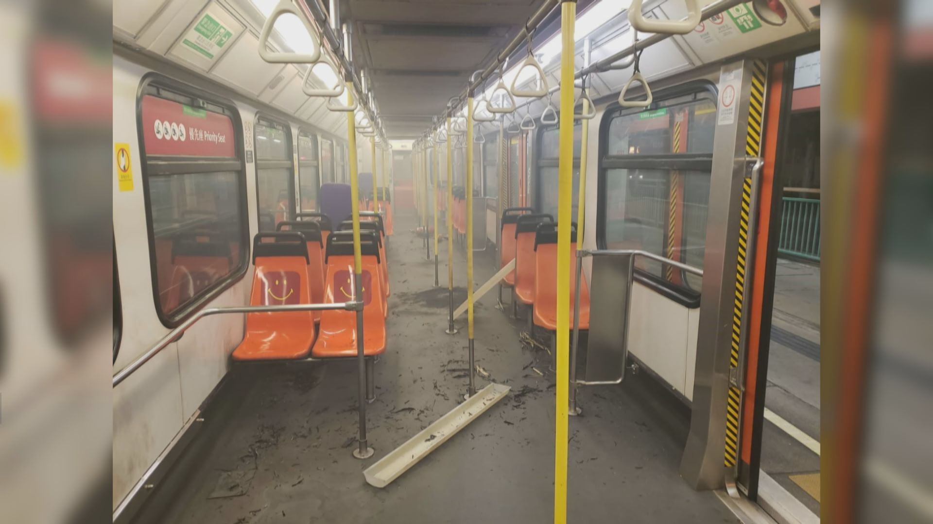 屯門輕鐵遭人投擲汽油彈燒縱火