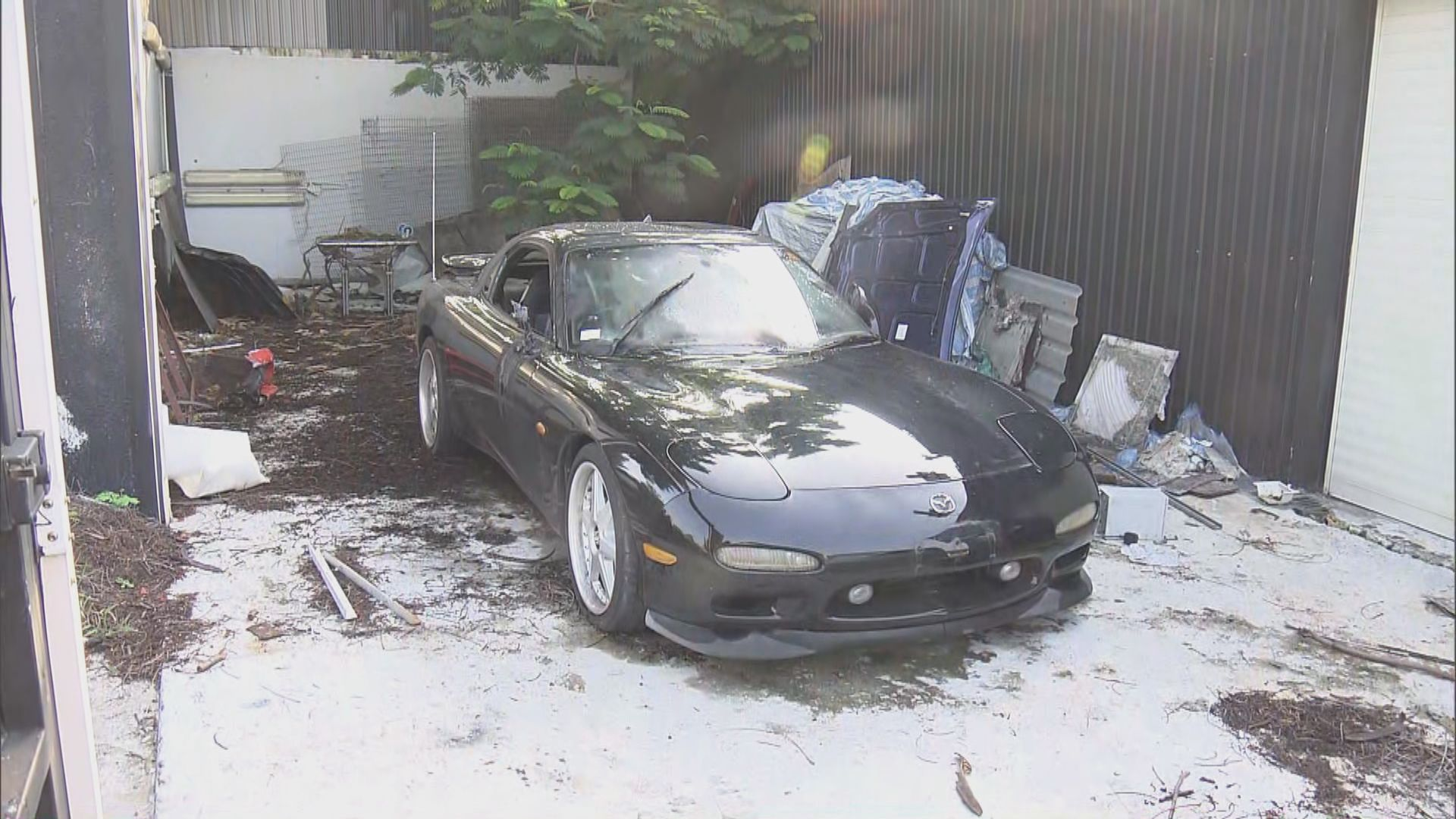 元朗車房外三輛私家車遭縱火無人傷