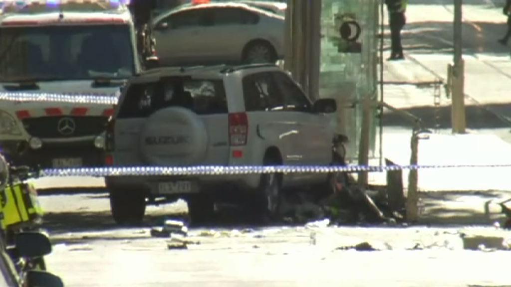 墨爾本汽車撞途人最少14傷 兩人被捕