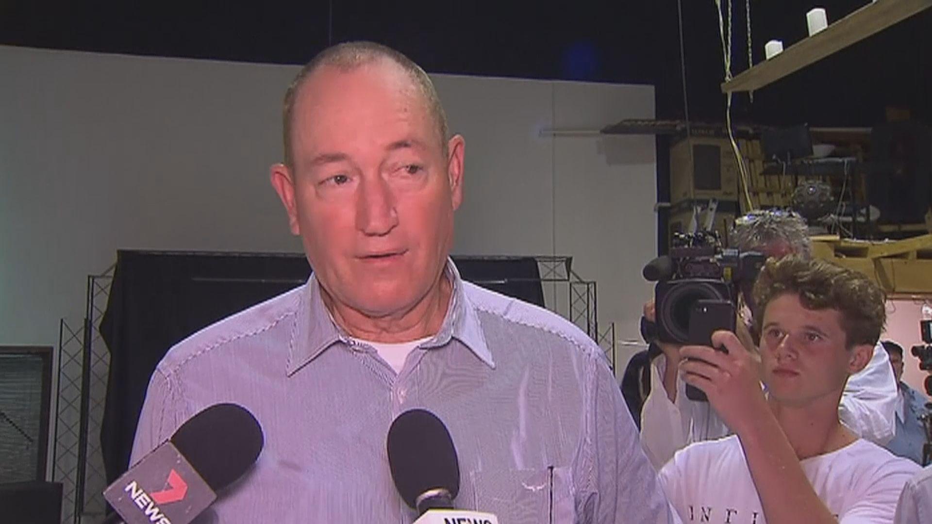 澳洲極右翼參議員遭少年擲雞蛋