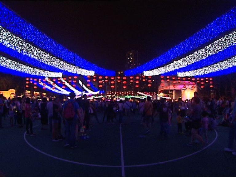 大批市民出席維園中秋綵燈會