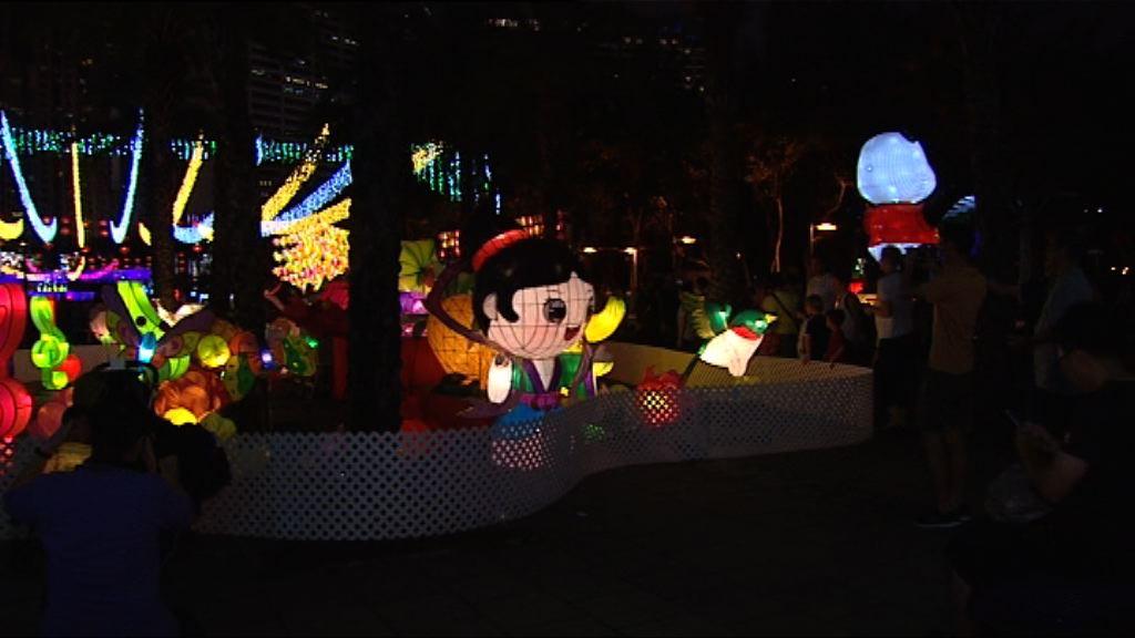 市民參與維園綵燈會慶中秋