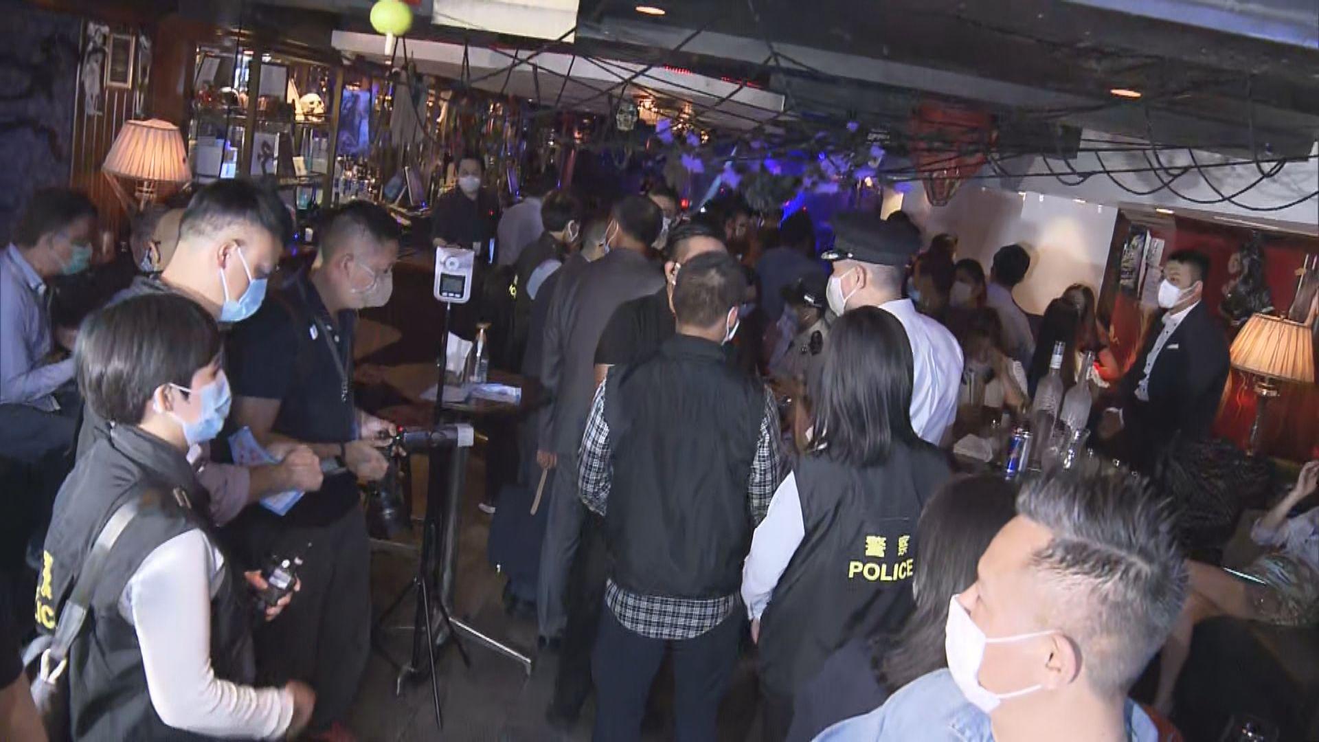 酒吧每枱人數上限放寬 當局派員巡查呼籲市民遵守限聚令
