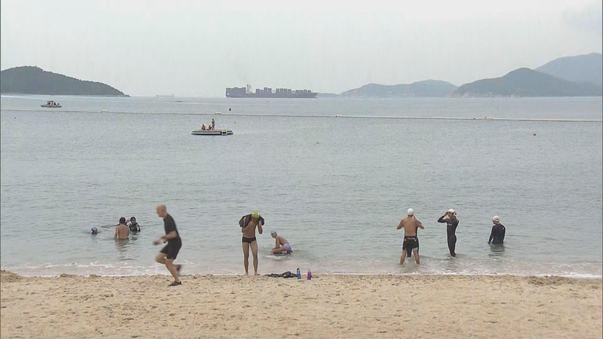 有市民無視限聚令到沙灘玩樂 康文署稱會加強巡邏