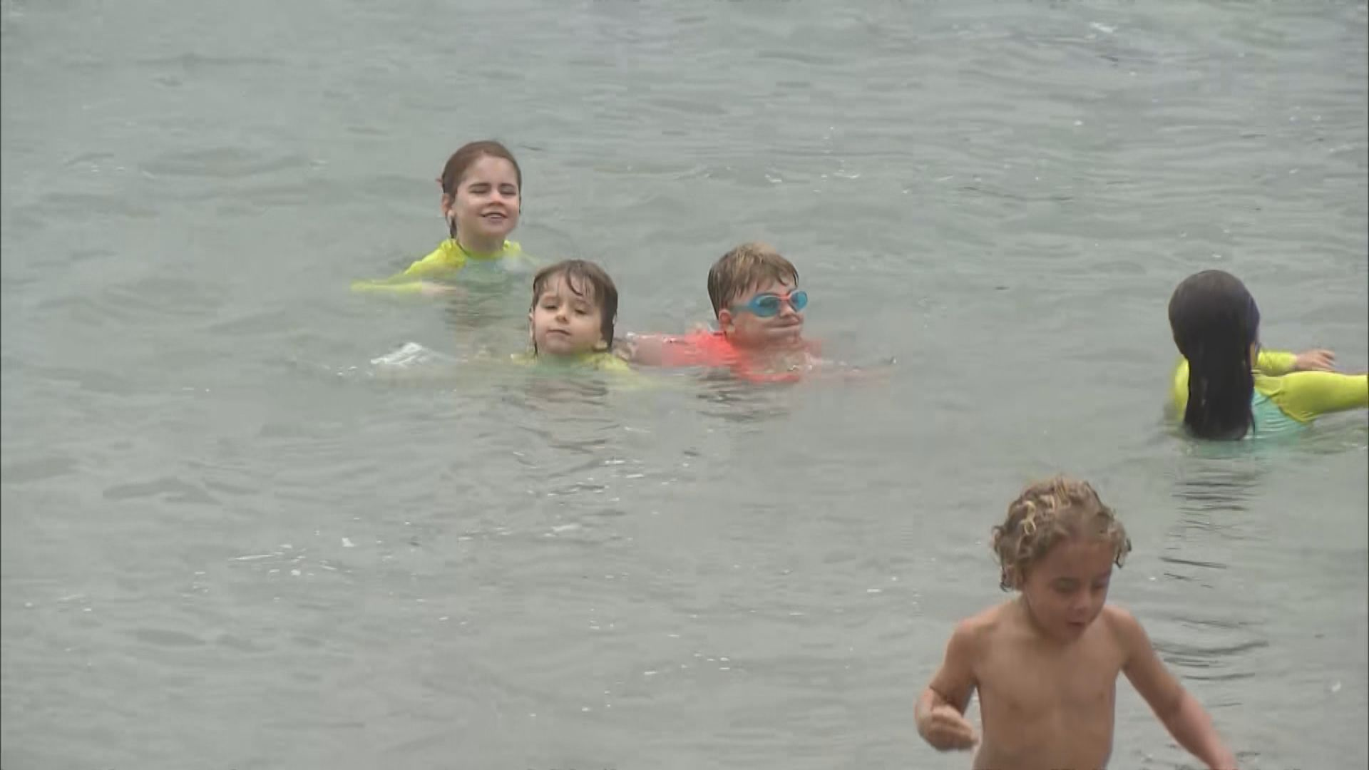 康文署重開15個泳灘 泳客表示人流不太多不擔心