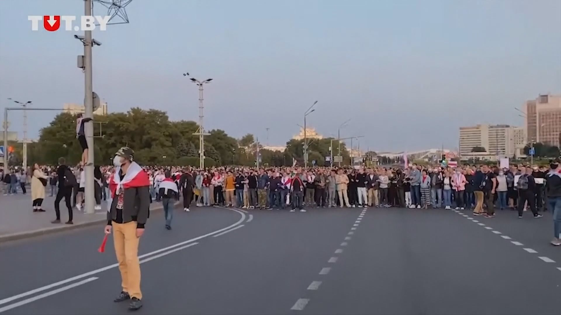 白俄羅斯有示威者抗議盧卡申科無公布下宣誓就職總統