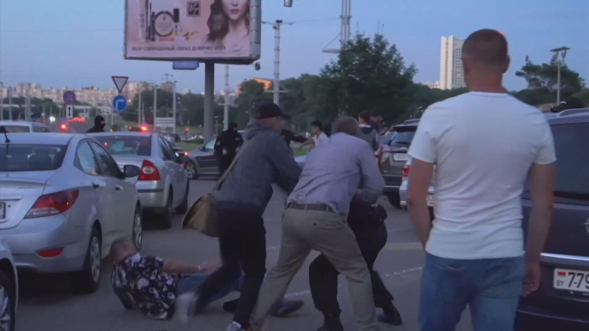白俄羅斯有民眾上街質疑選舉舞弊 與警方爆發衝突