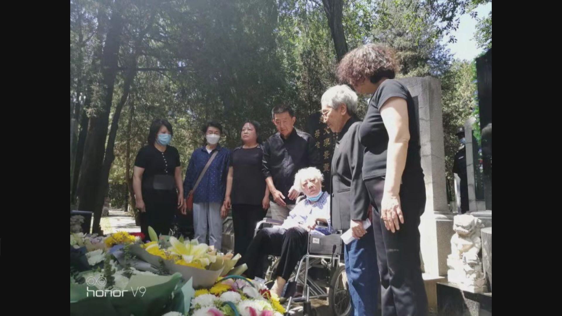 天安門母親:約10名死難者親屬赴萬安公墓拜祭