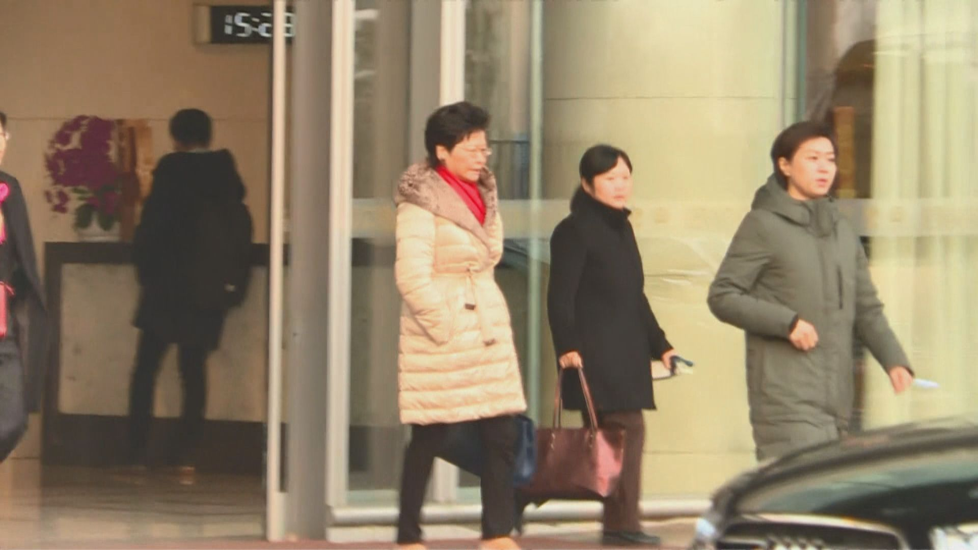 林鄭月娥抵達北京 周一向習近平述職