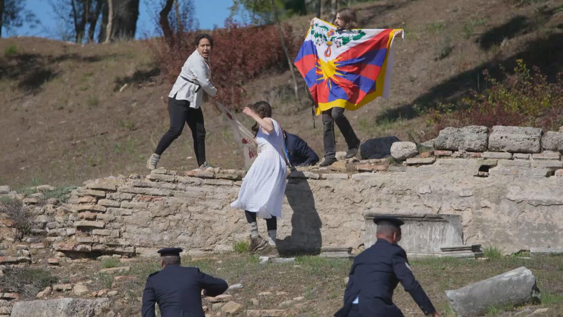 北京冬奧聖火採集儀式前 有示威者企圖闖入被捕