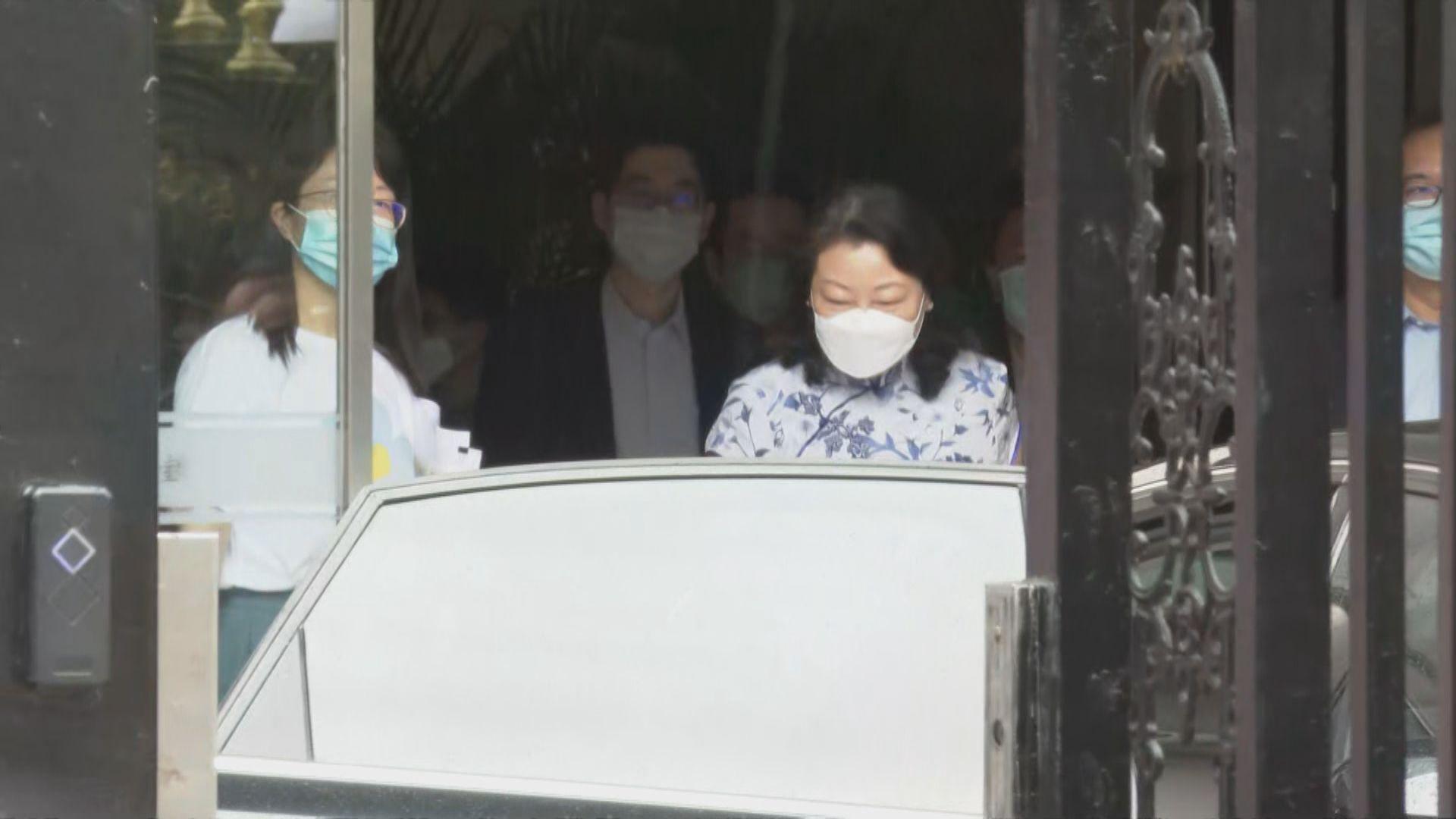 律政司司長鄭若驊到訪港澳辦 逗留約兩小時離開