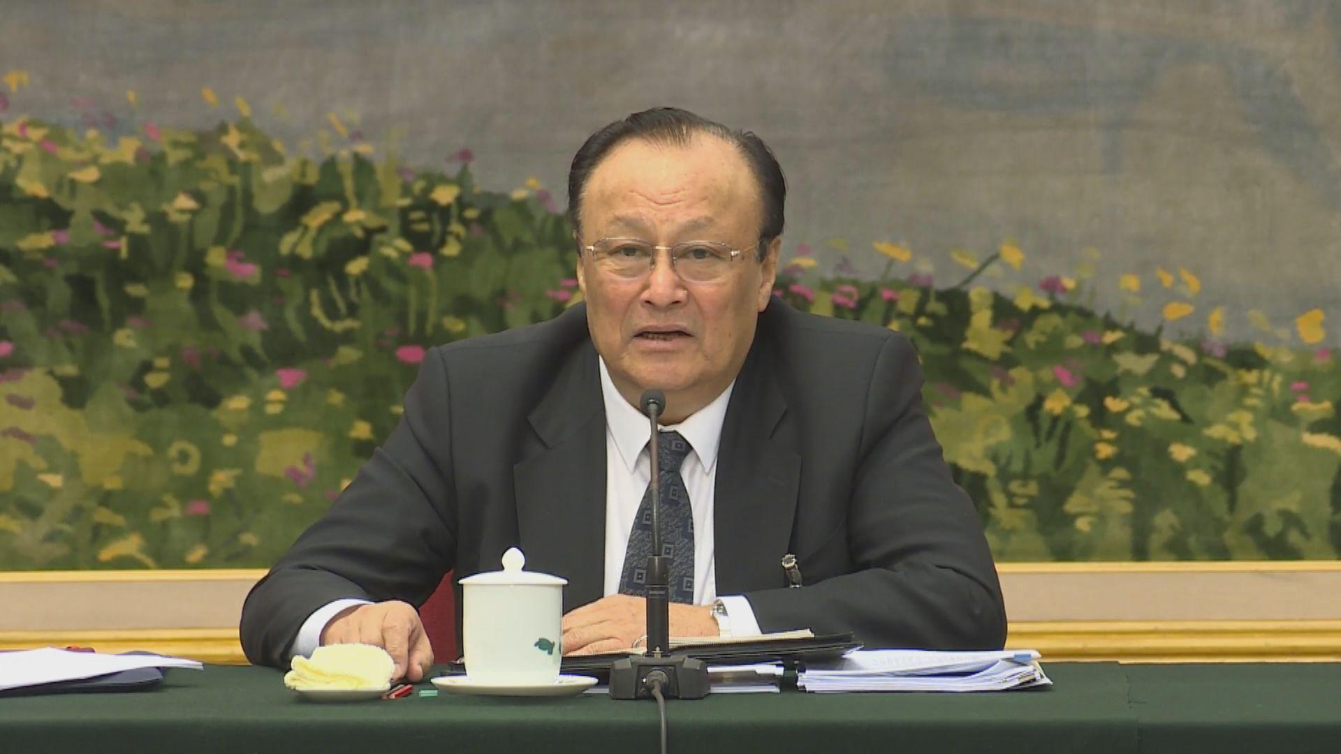 新疆政府指「再教育營」 說法荒謬捏造