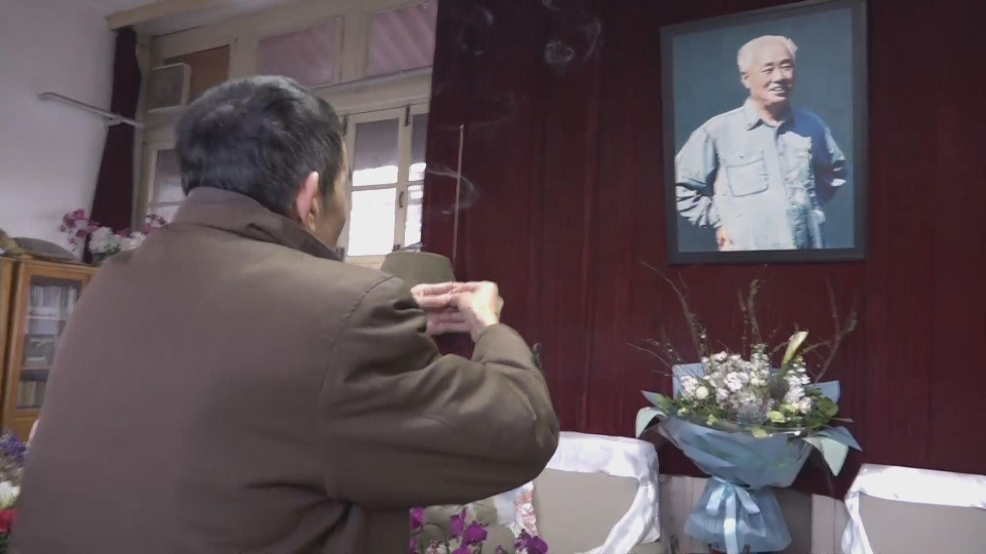 趙紫陽逝世14周年 民眾到其故居悼念