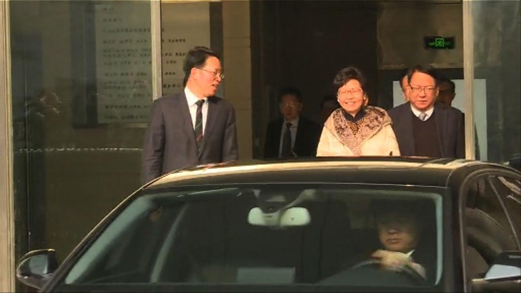 林鄭到訪港澳辦 與張曉明會面約兩小時