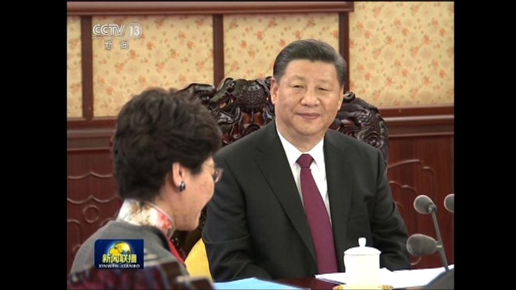 央視新聞聯播頭條報道林鄭述職