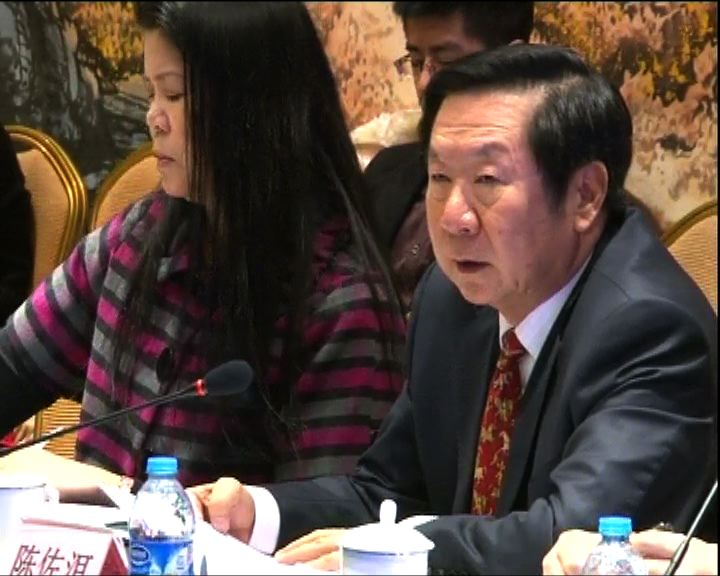 陳佐洱:香港教育局局長隨時受中央監督