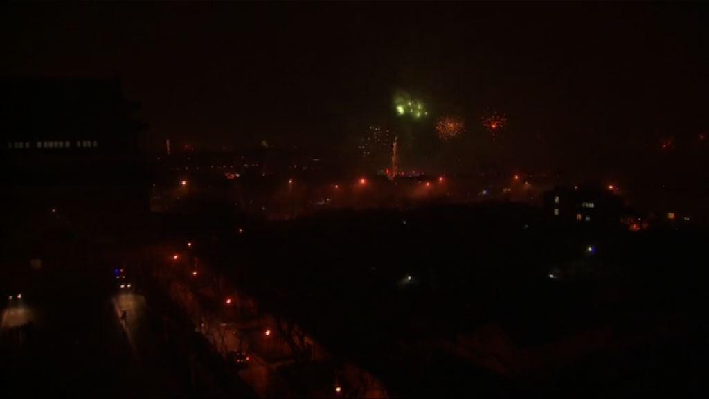 北京燃放煙花慶祝大年初一到來