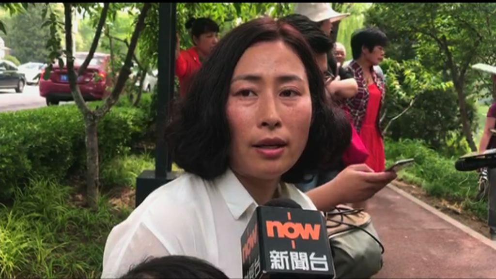 謝燕益妻子指當局圖註銷丈夫律師資格