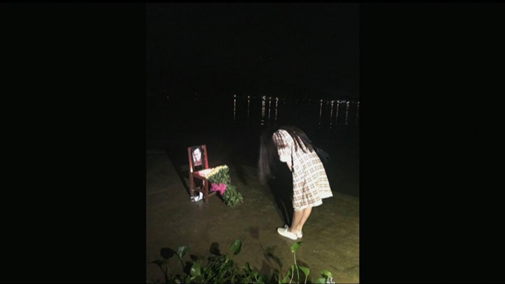 多處有維權人士到海邊悼念劉曉波