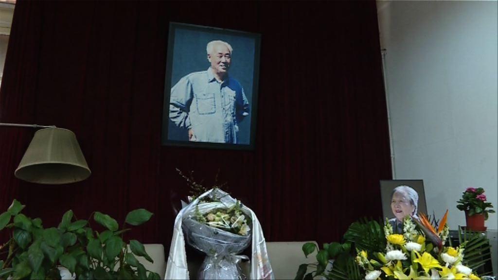 趙紫陽逝世12周年 舊部及天安門母親送花