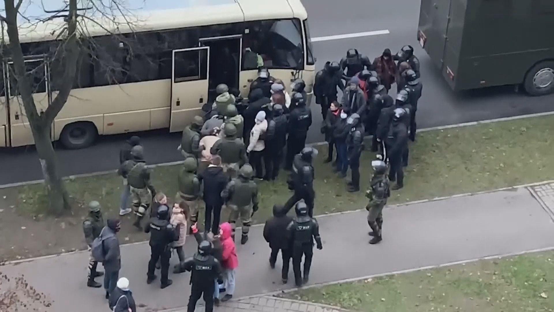 白俄羅斯反政府示威持續 警放催淚彈逾九百人被捕