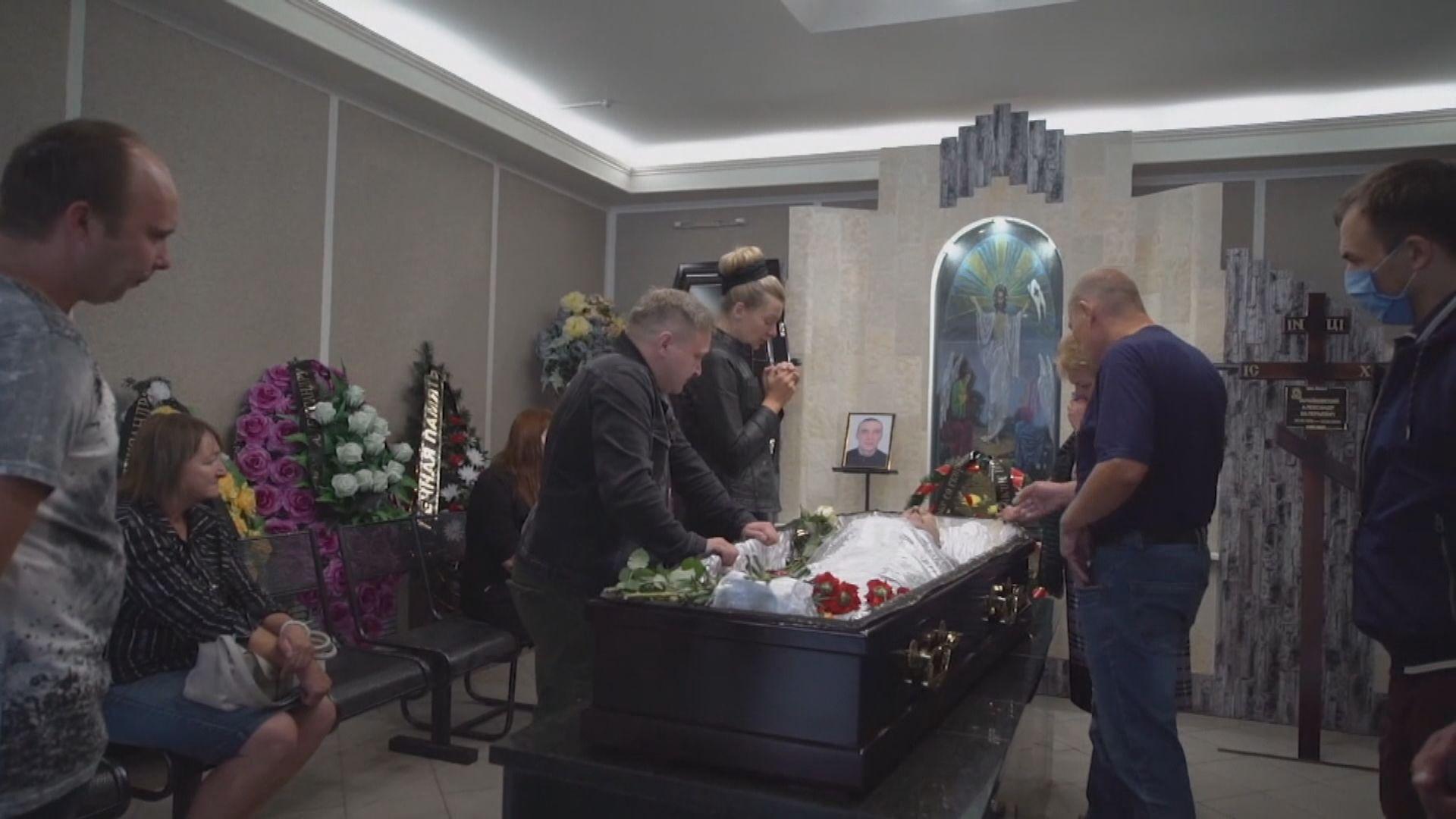 白俄羅斯民眾悼念喪生示威者 其家人指警方開槍